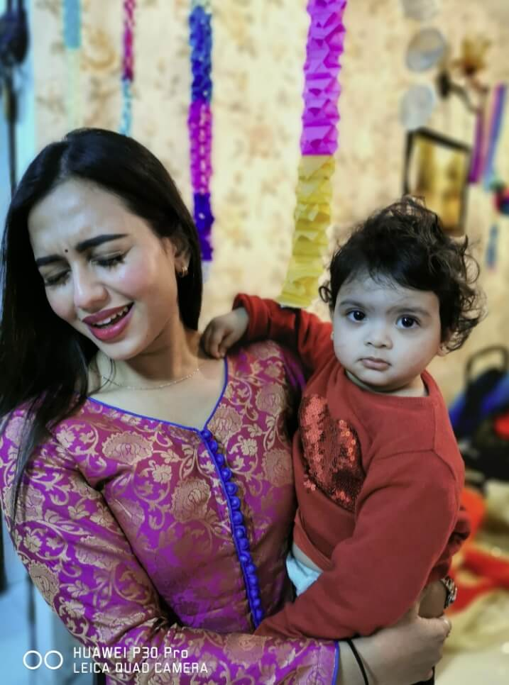 Bangladeshi actress Nusrat Faria Mazhar smile photo 2021