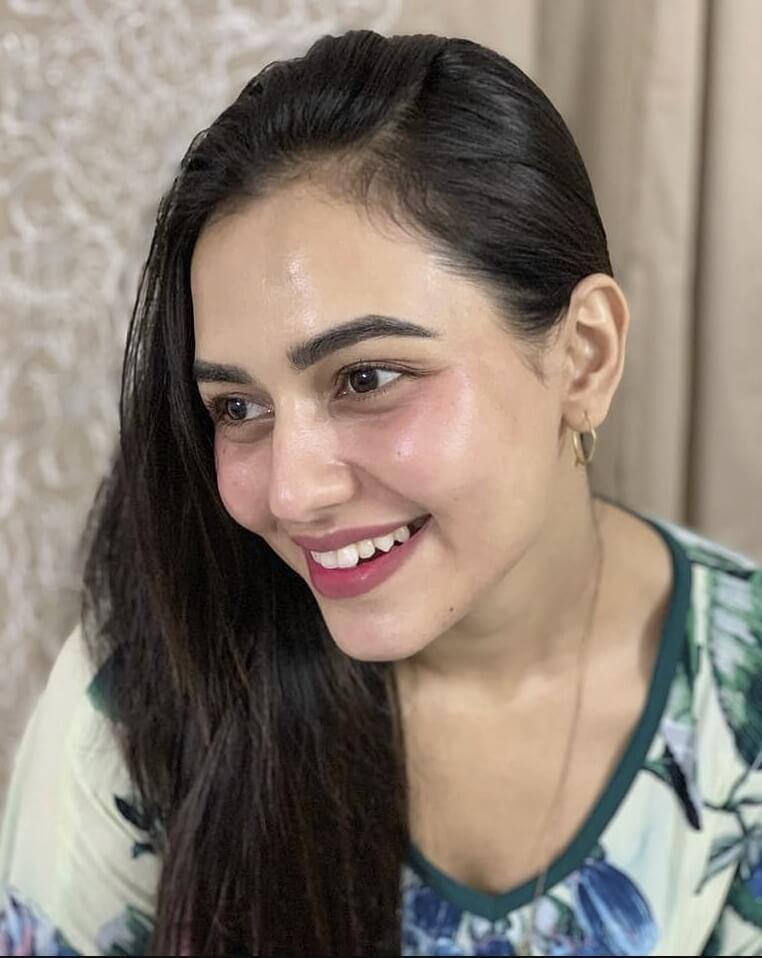 Bangladeshi actress Nusrat Faria Mazhar smile photo 5