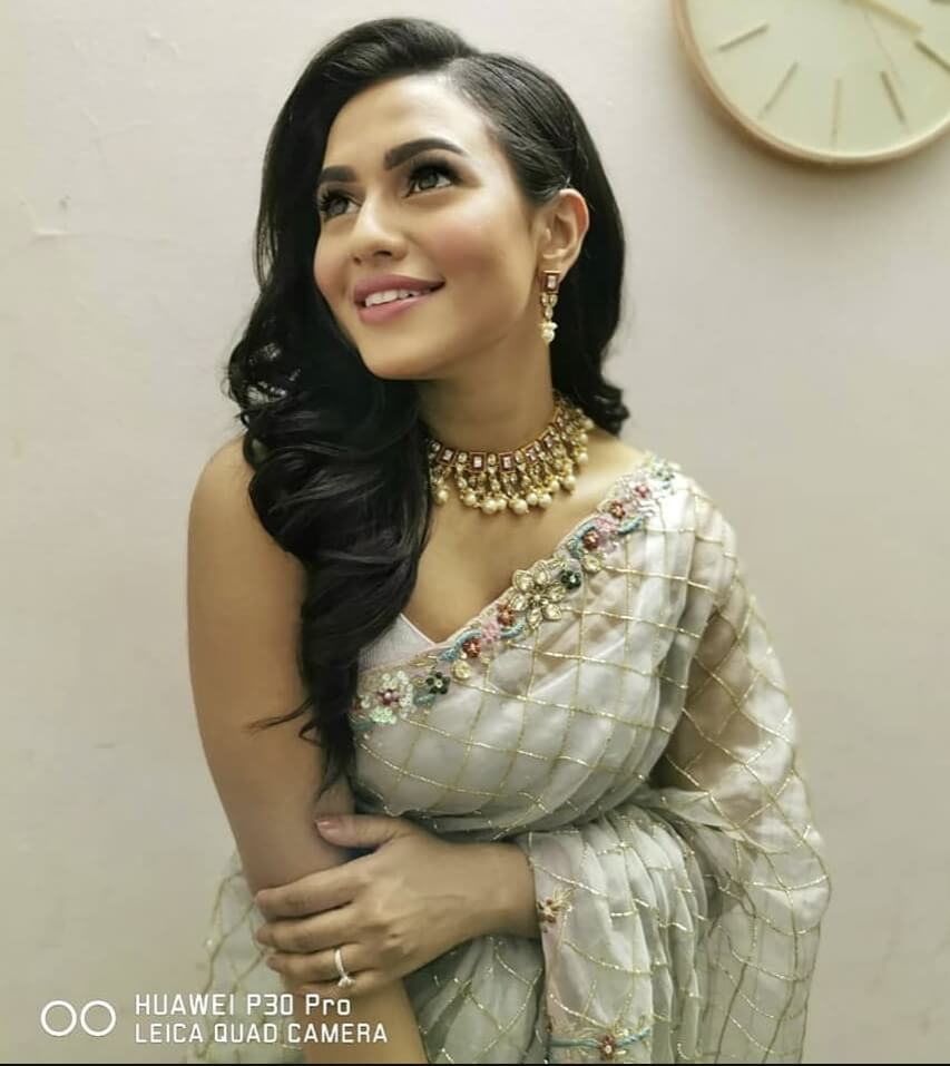 Bangladeshi actress Nusrat Faria Mazhar smile photo