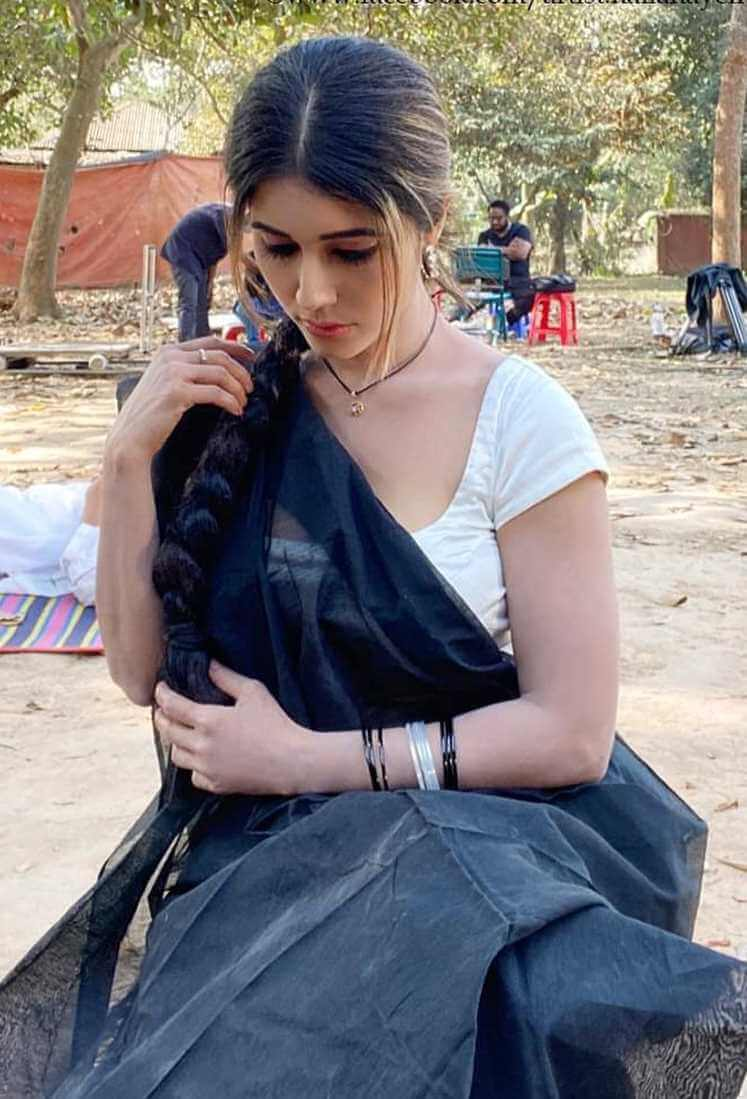 Naila Nayem HD Saree Image