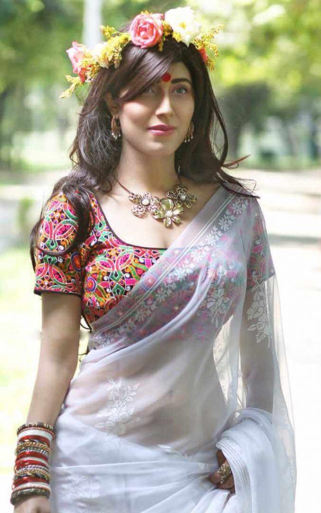 Naila Nayem HD Saree Pic