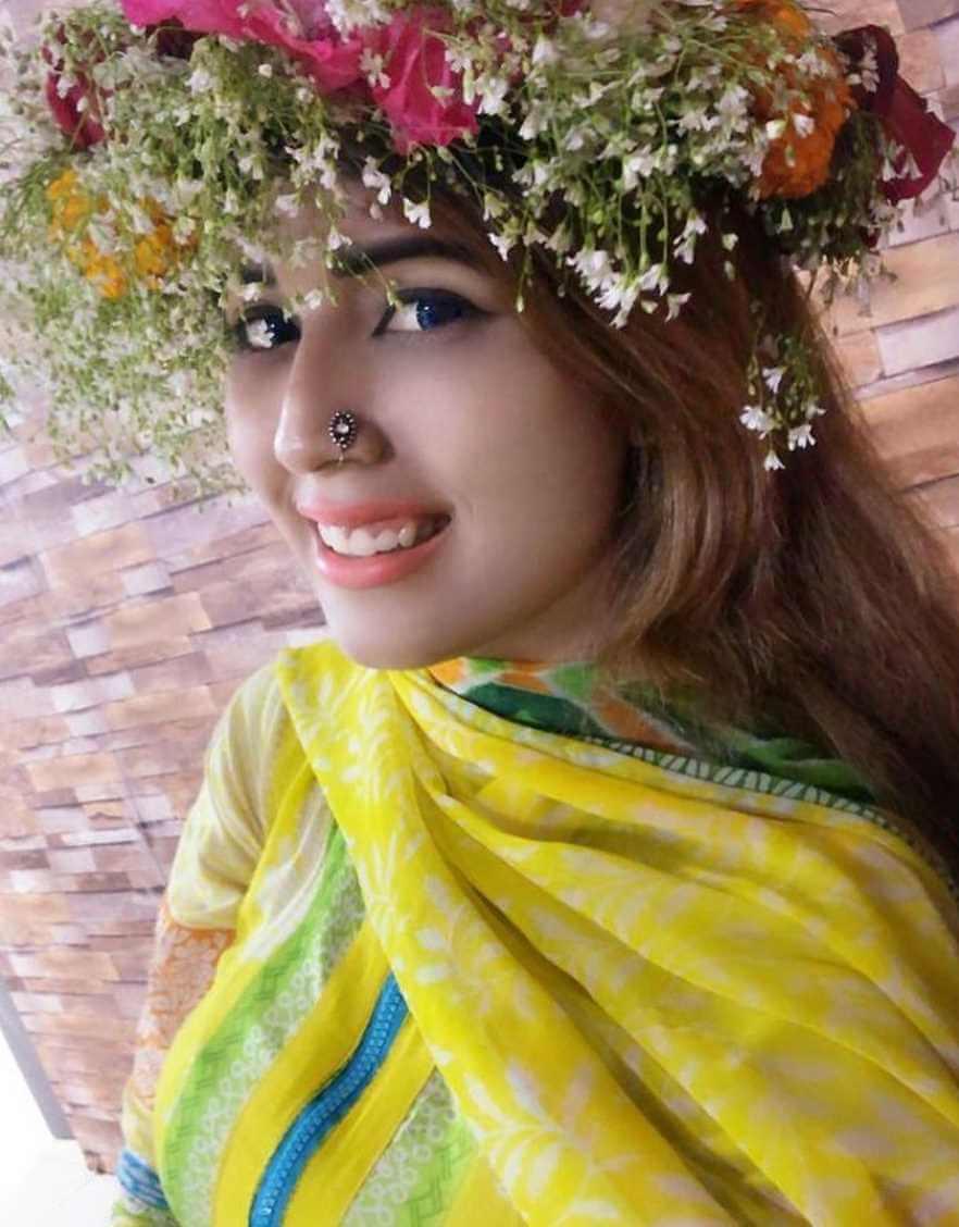 Naila Nayem New Style Selfie