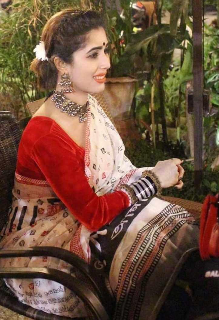 Naila Nayem Old Saree Image
