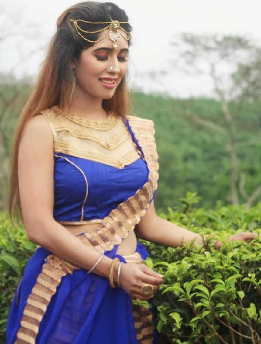 Naila Nayem Old Saree Pic