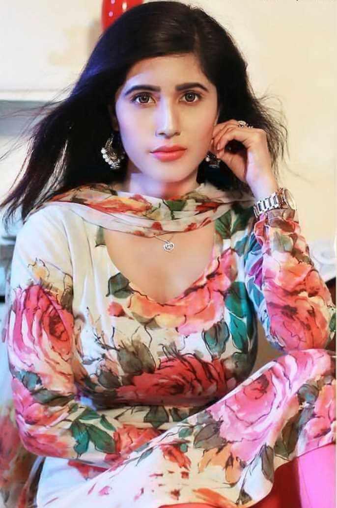 Naila Nayem Salwar Kameez Photo