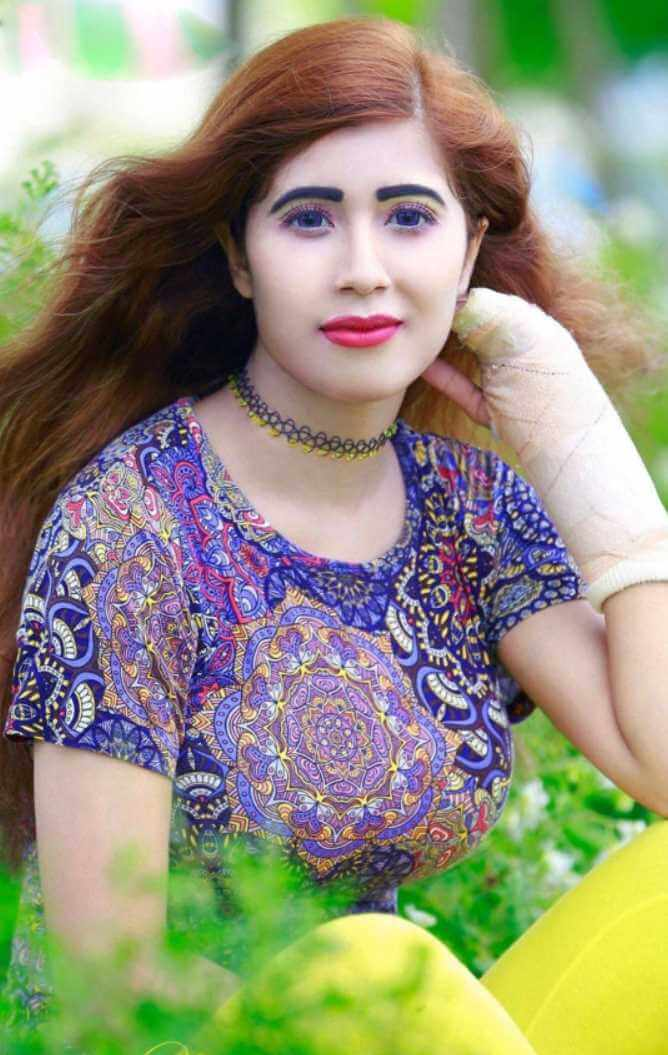Naila Nayem Salwar Kameez Photos