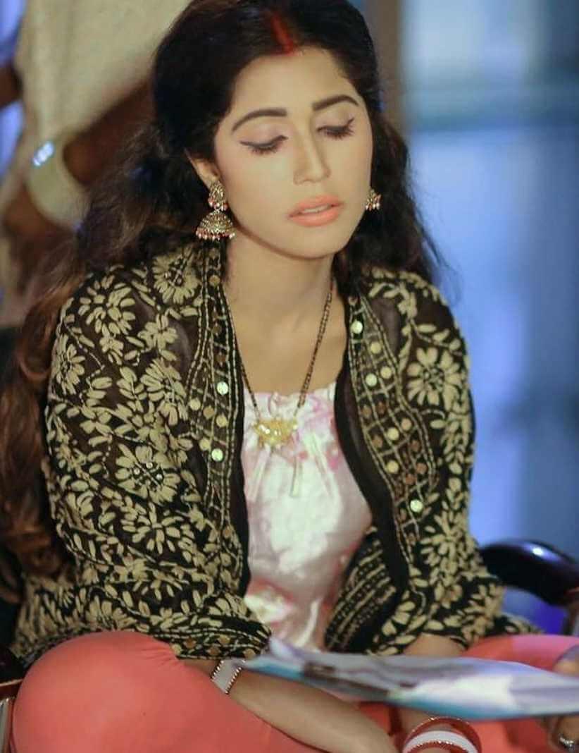 Naila Nayem Salwar Kameez Picture