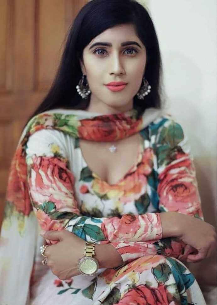 Naila Nayem Salwar Kameez Style Photo