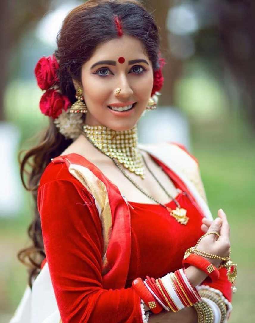 Naila Nayem Saree Pciture