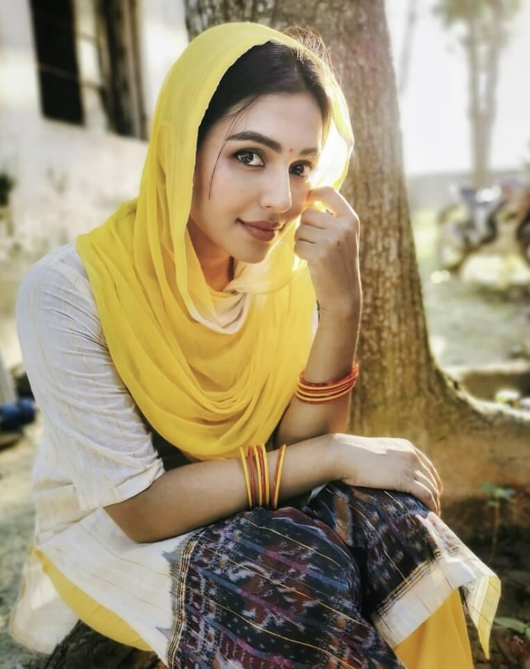 Nusraat Faria Mazhar salwar kameez style photo