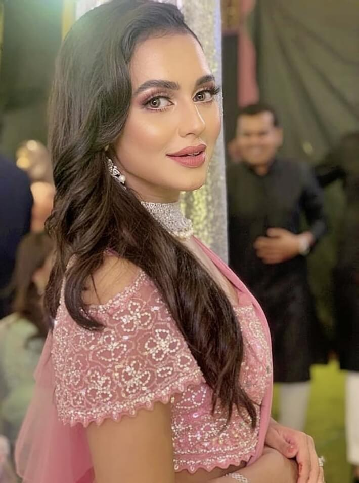 Nusraat Faria Mazhar saree style photo