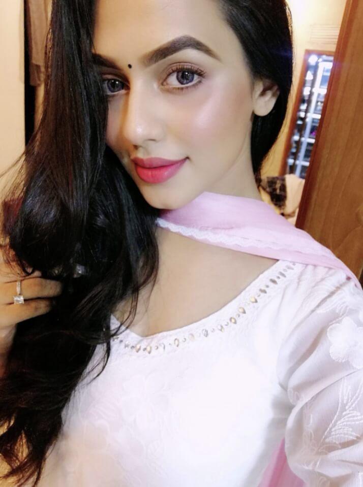 Nusraat Faria salwar kameez style pic 1