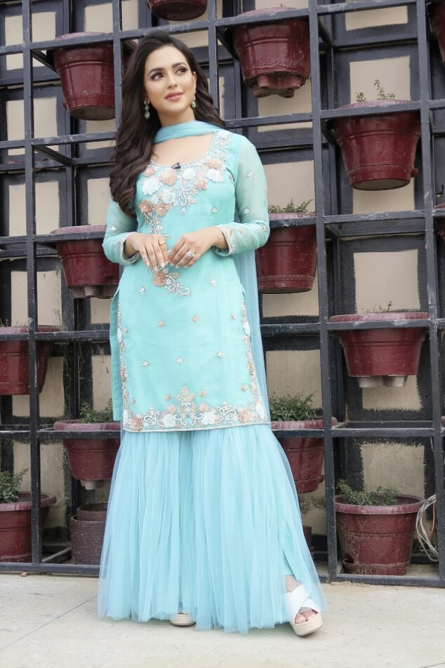 Nusraat Faria salwar kameez style image