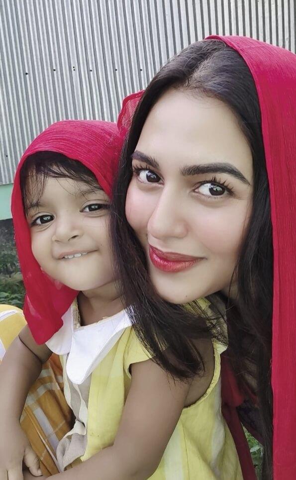 Nusrat Faria smile selfie
