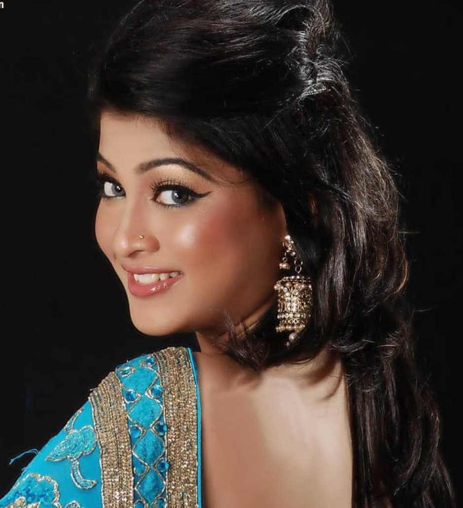 Sarika Sabrin New Saree Image