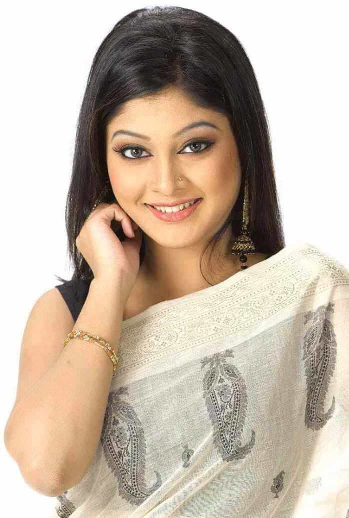 Sarika Sabrin Saree Pic 2