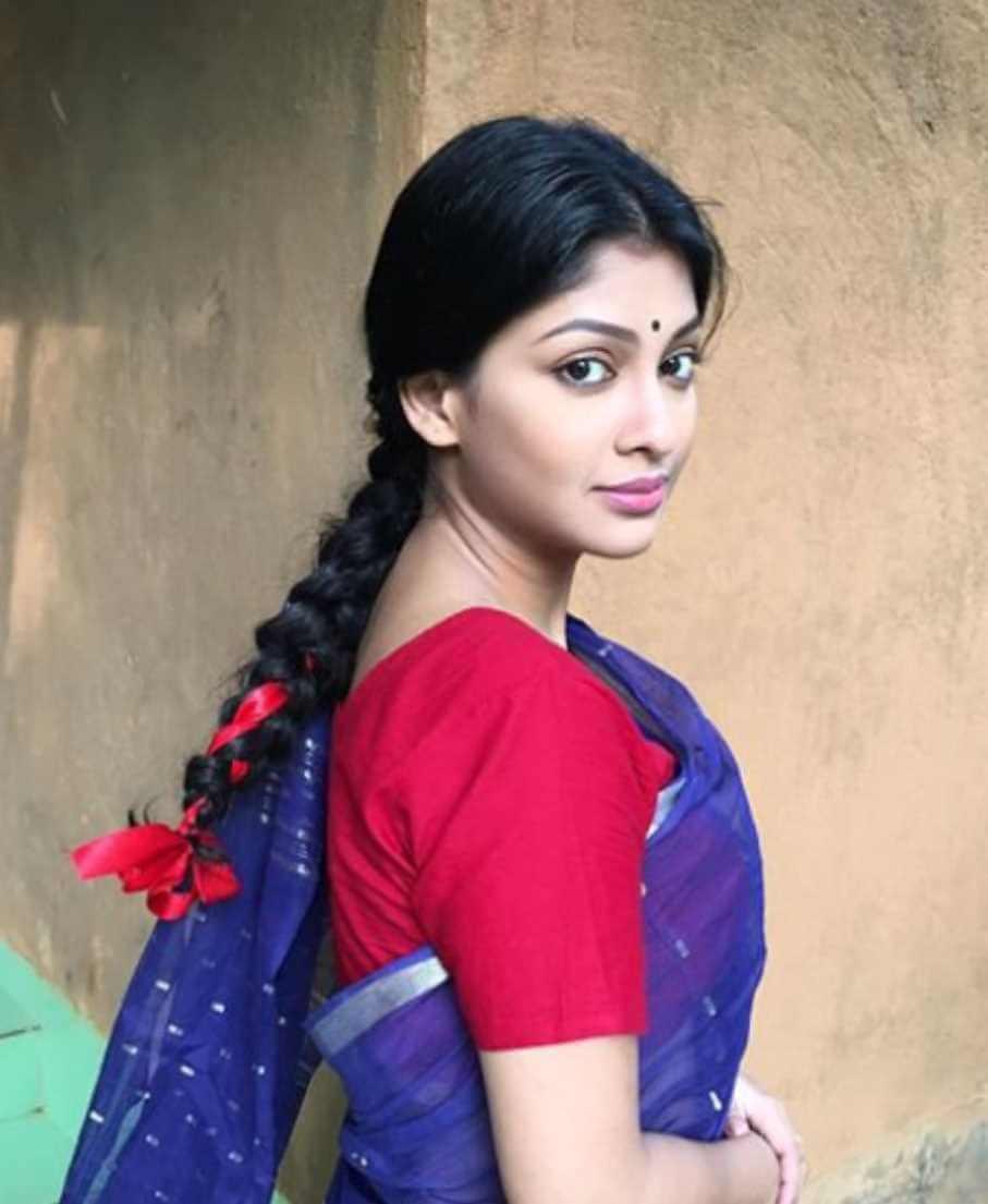Sarika Sabrin Saree Pic
