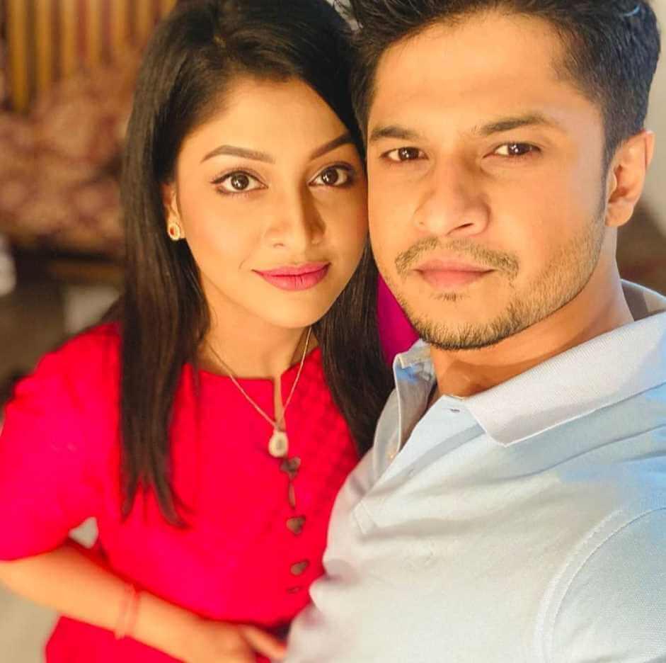 Sarika Sabrin with Niloy Alamgir Selfie
