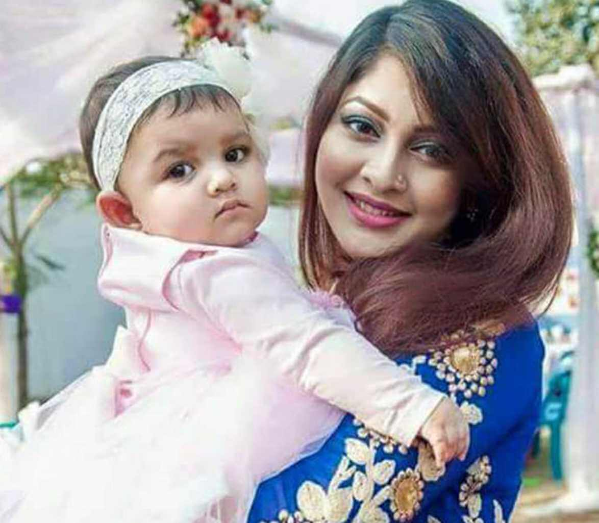 Sarika Sabrin with her Daughter Photo