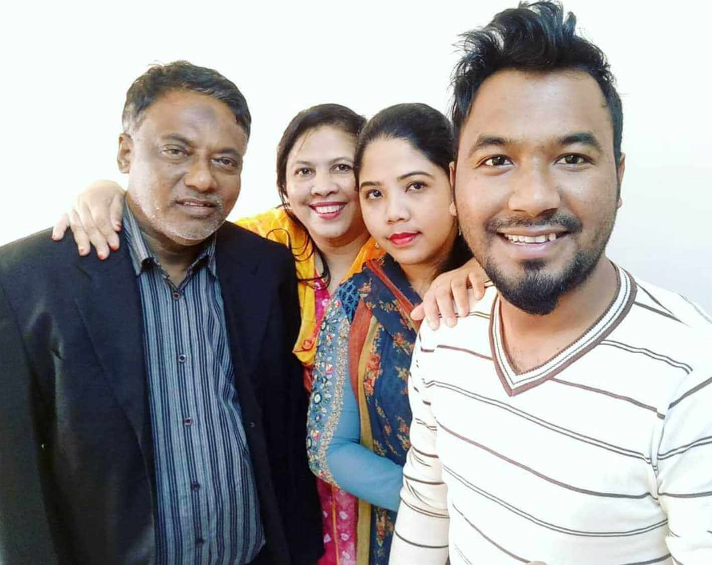 Ziaul Hoque Polash with her Family Photo