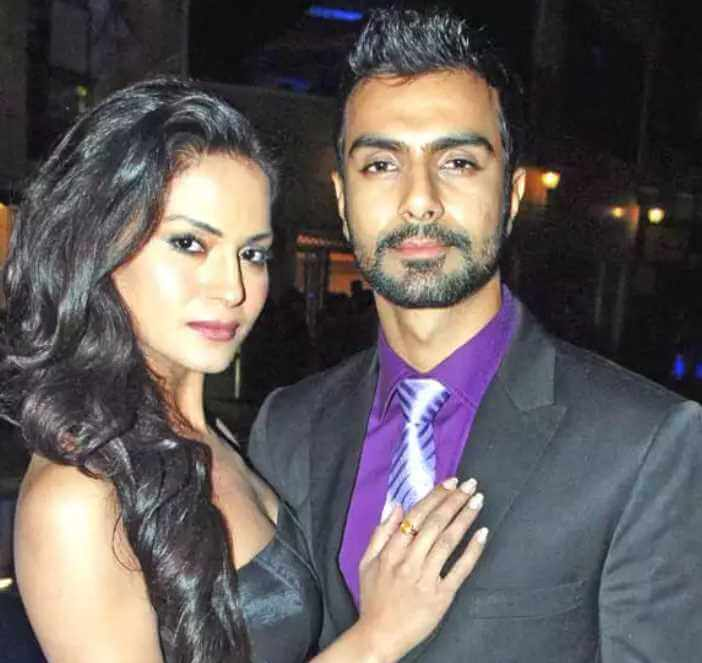 Ashmit Patel with Veena Malik Image