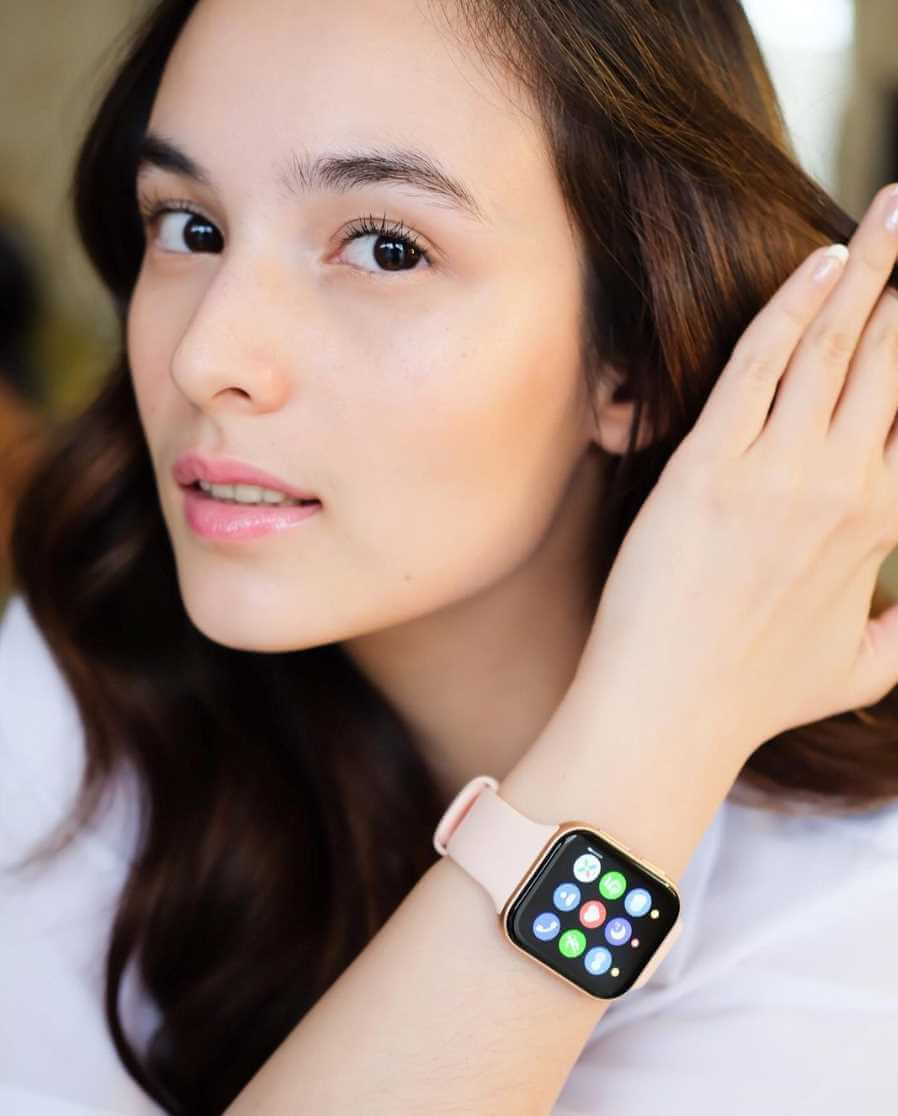 Chelsea Islan Selfie with Smart Watch