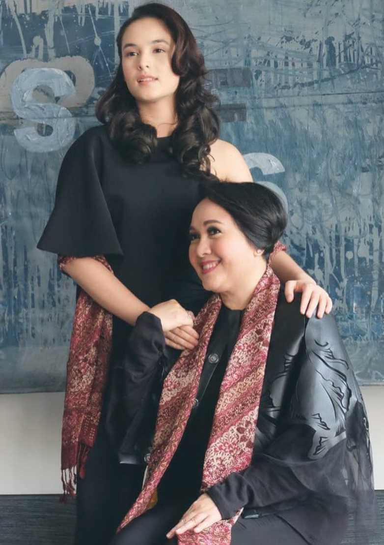 Chelsea Islan With her Mom