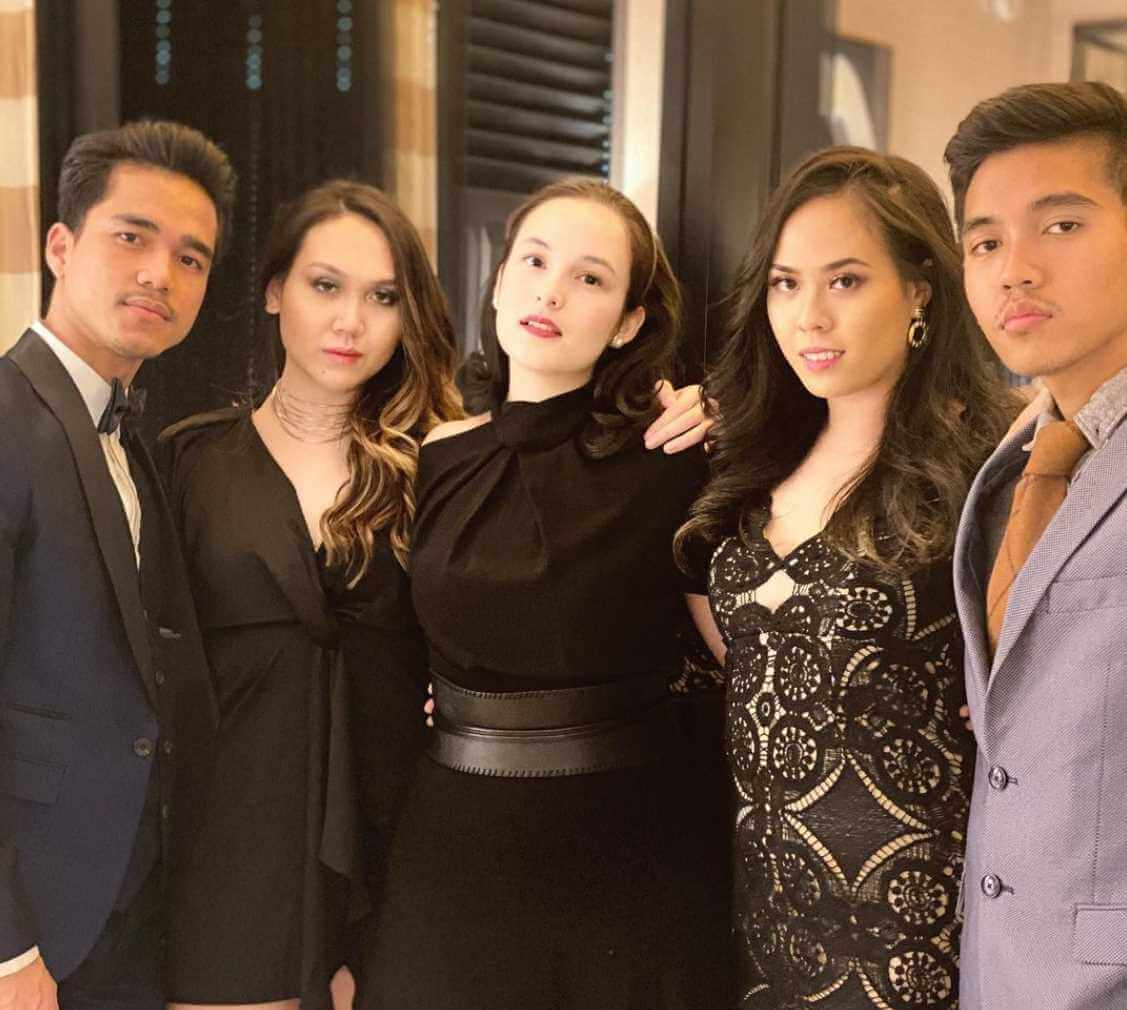 Chelsea Islan with her Friends Photo
