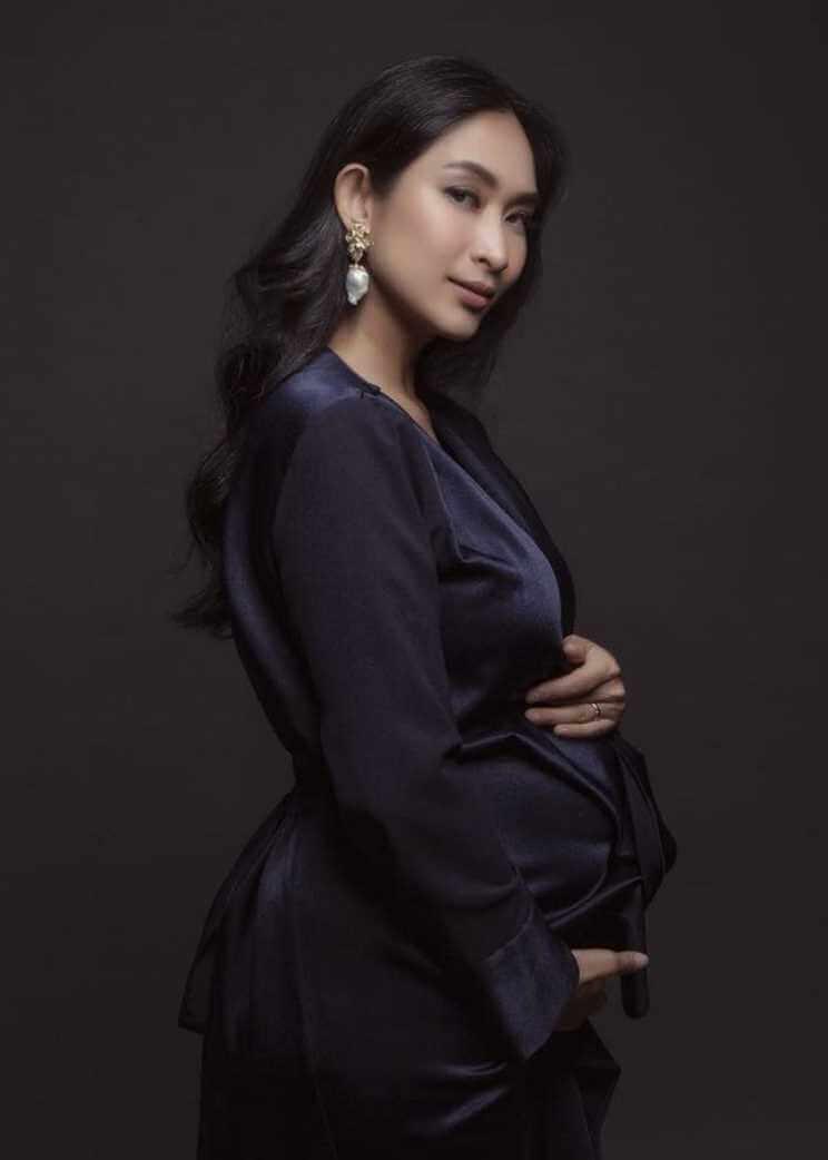 Happy Salma Black dress Photo