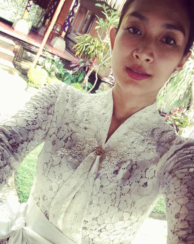 Happy Salma Old Selfie
