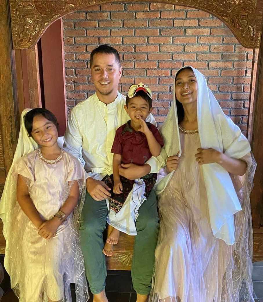 Happy Salma with her Children & Husband Photo