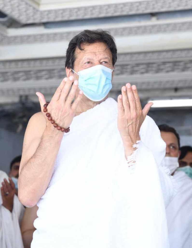 Imran Khan at Umrah Hajj Image