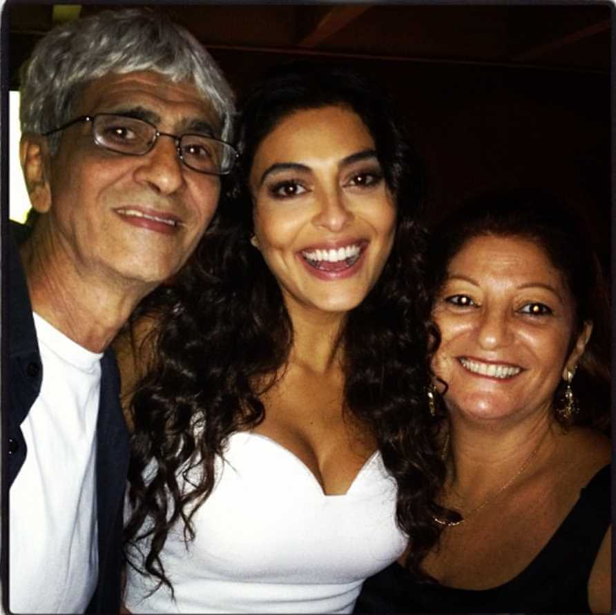Juliana Paes With her Father & Mother Picture