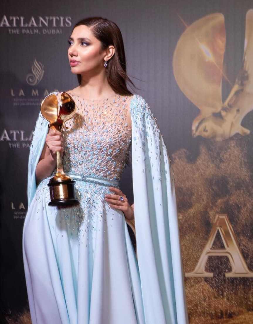 Mahira Khan Award Photo