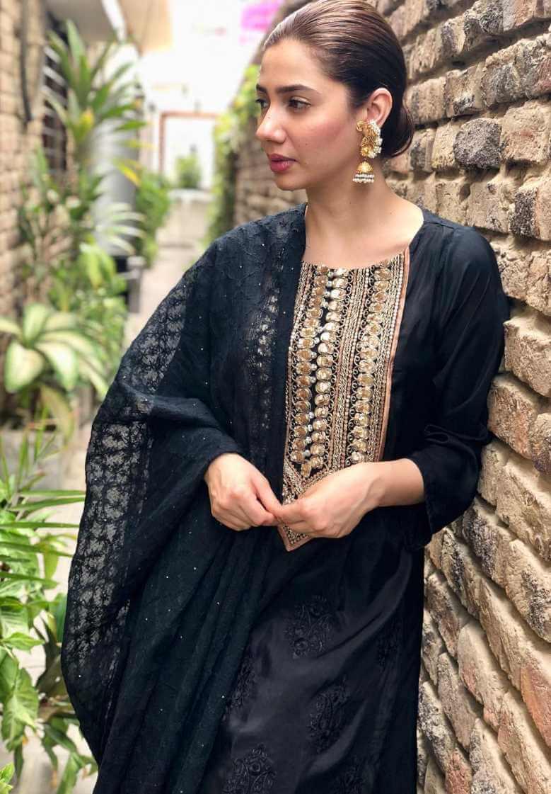 Mahira Khan Black Color Salwar Kameez Photo