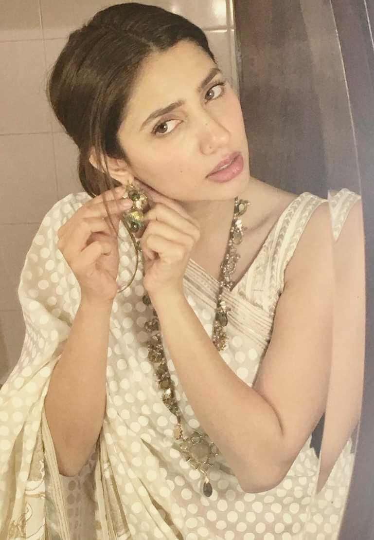 Mahira Khan Old Saree Image