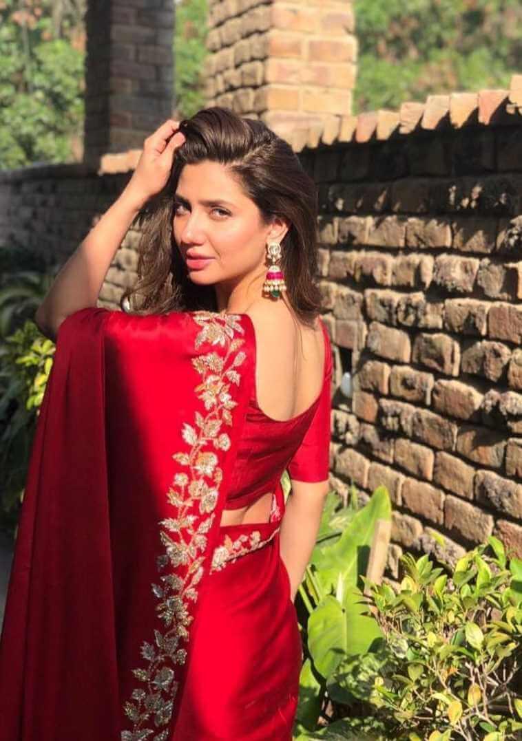 Mahira Khan Red Color Saree Pic