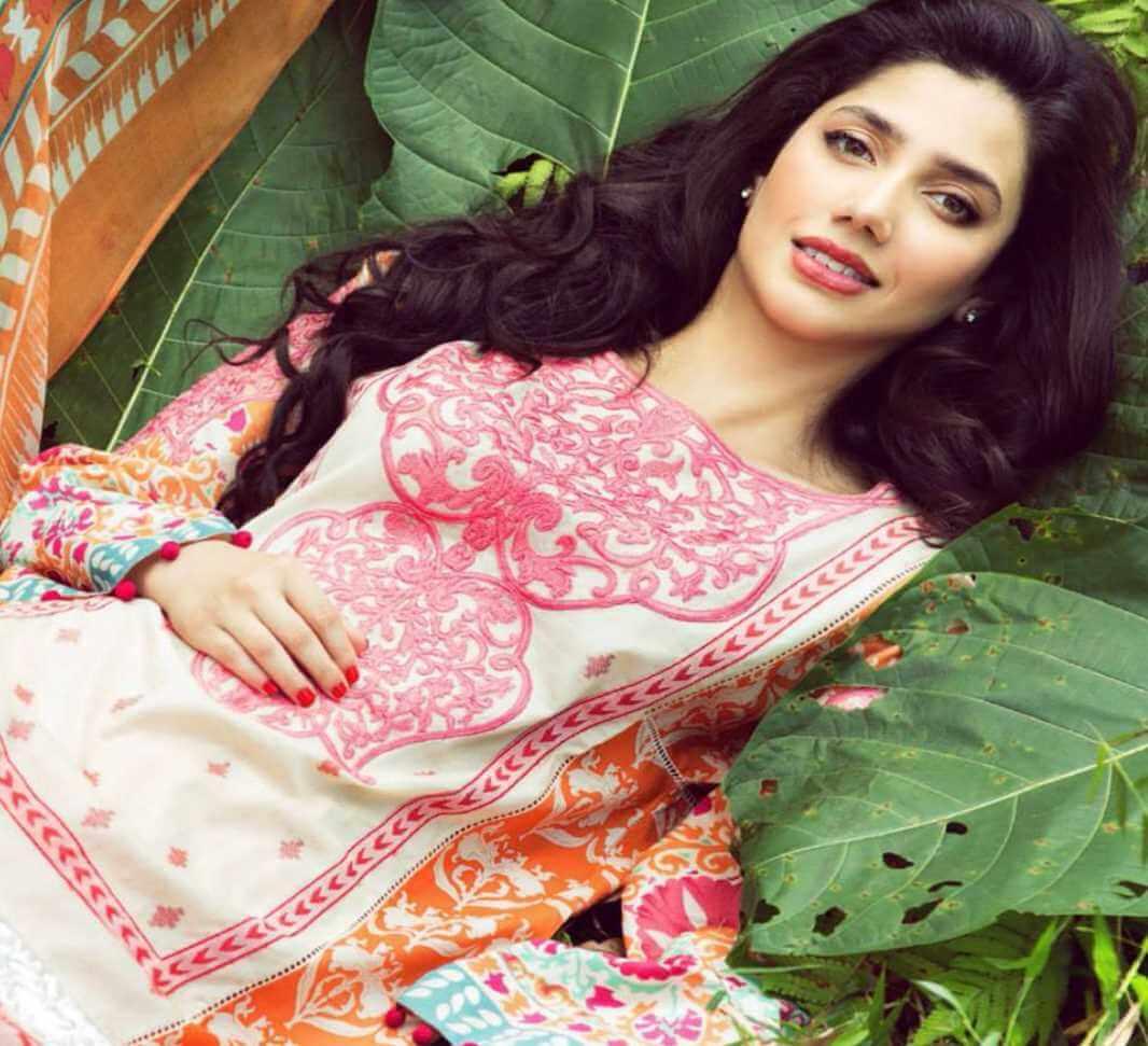 Mahira Khan Salwar Kameez Photo 8