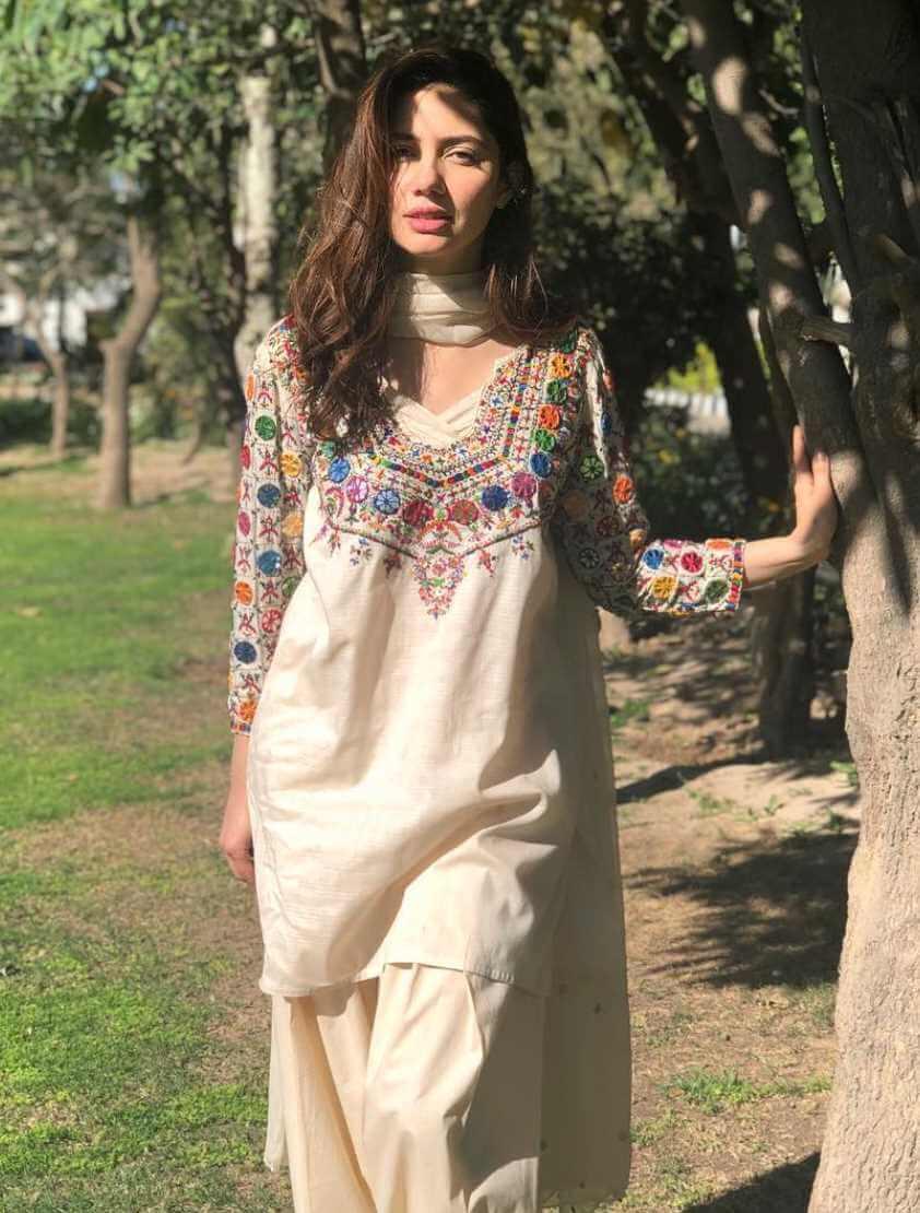 Mahira Khan Salwar Kameez Pic