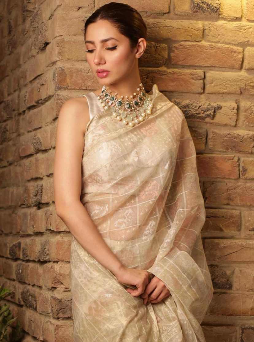 Mahira Khan Saree Image 3