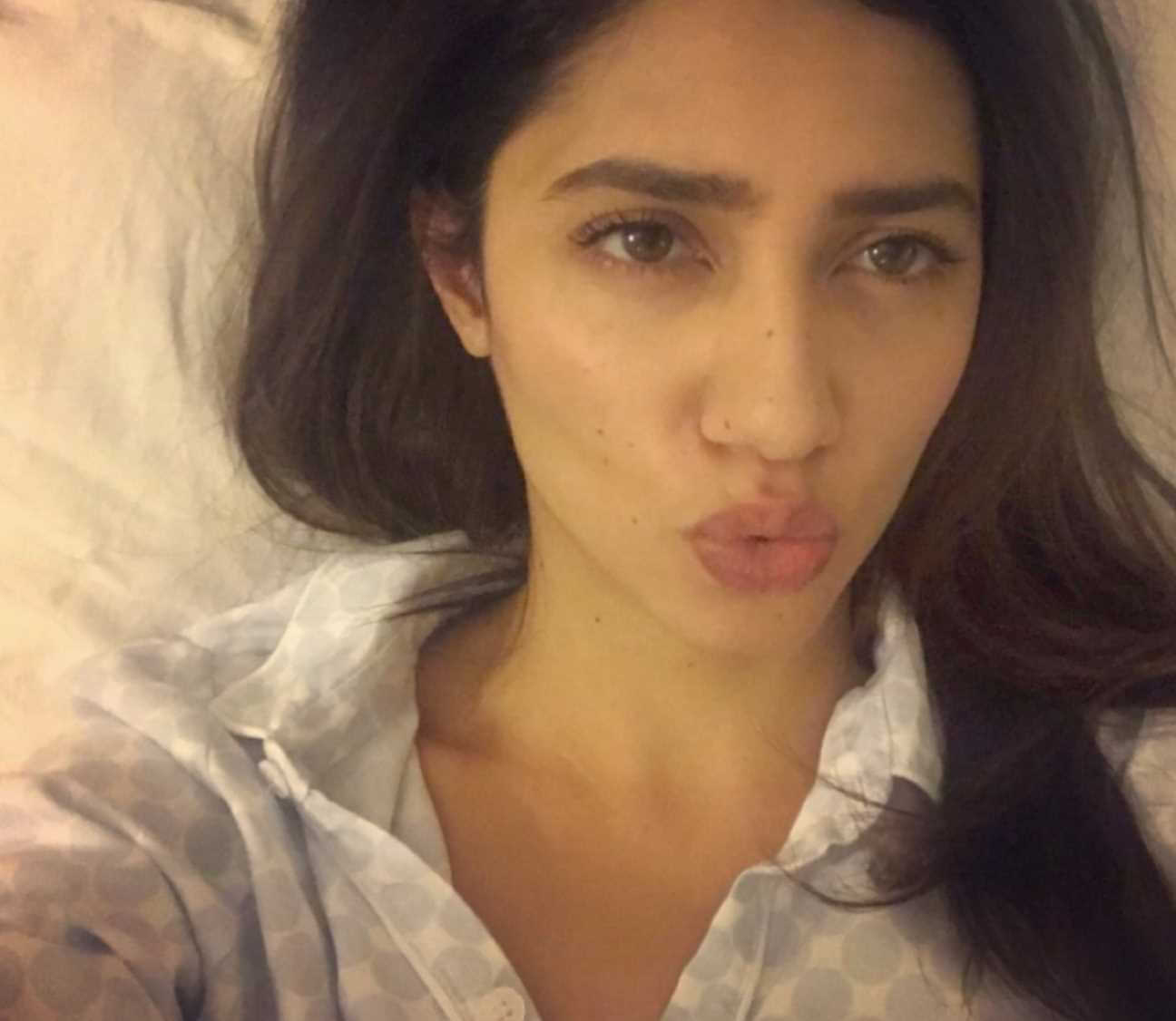 Mahira Khan Selfie 6
