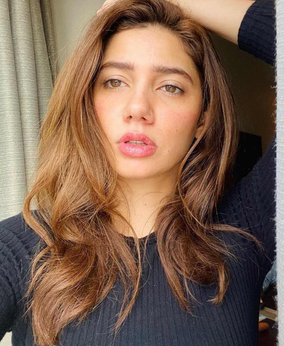 Mahira Khan Selfie Photo