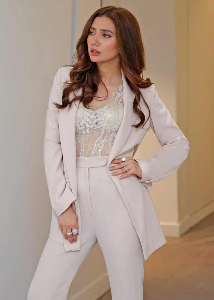 Mahira Khan Styles Image
