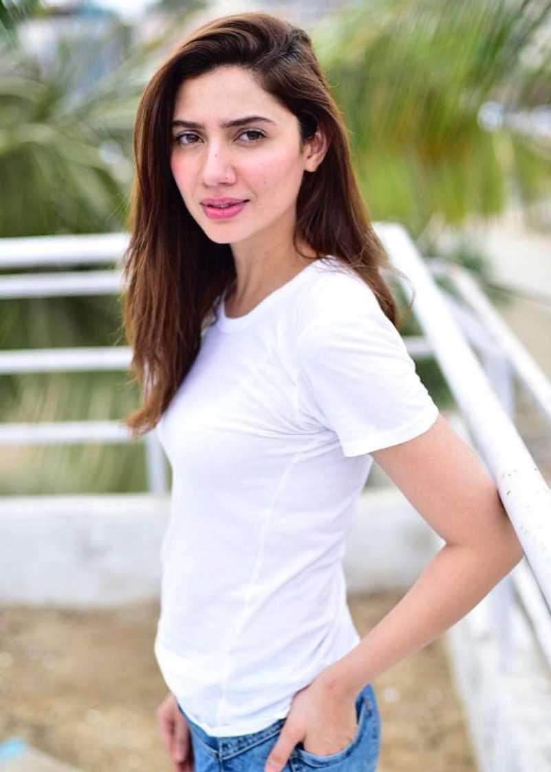 Mahira Khan T-Shirt Photo