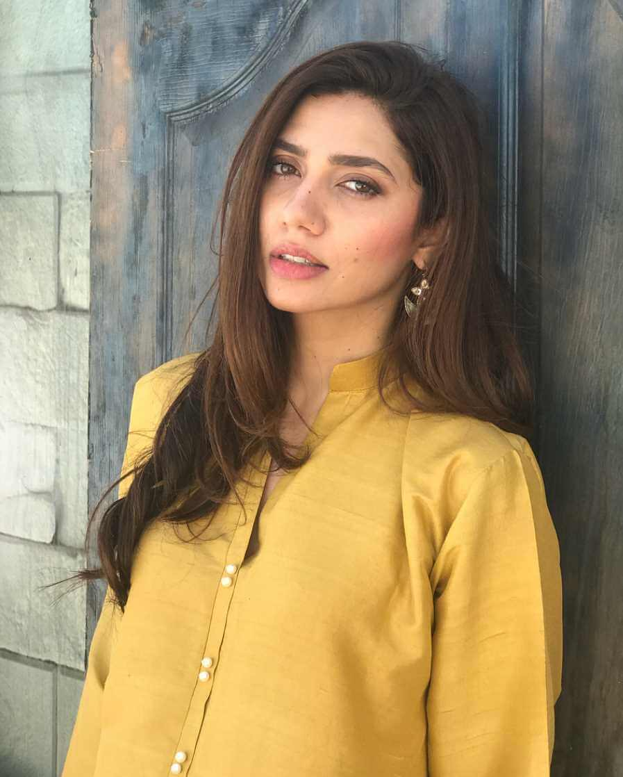 Mahira Khan Yellow Dress Photo