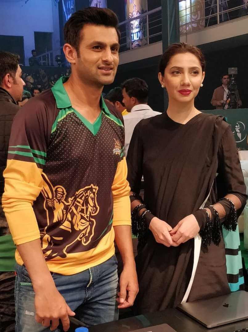 Mahira Khan with Shoaib Malik Photo