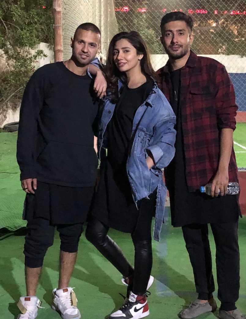 Mahira Khan with her Brother Photo