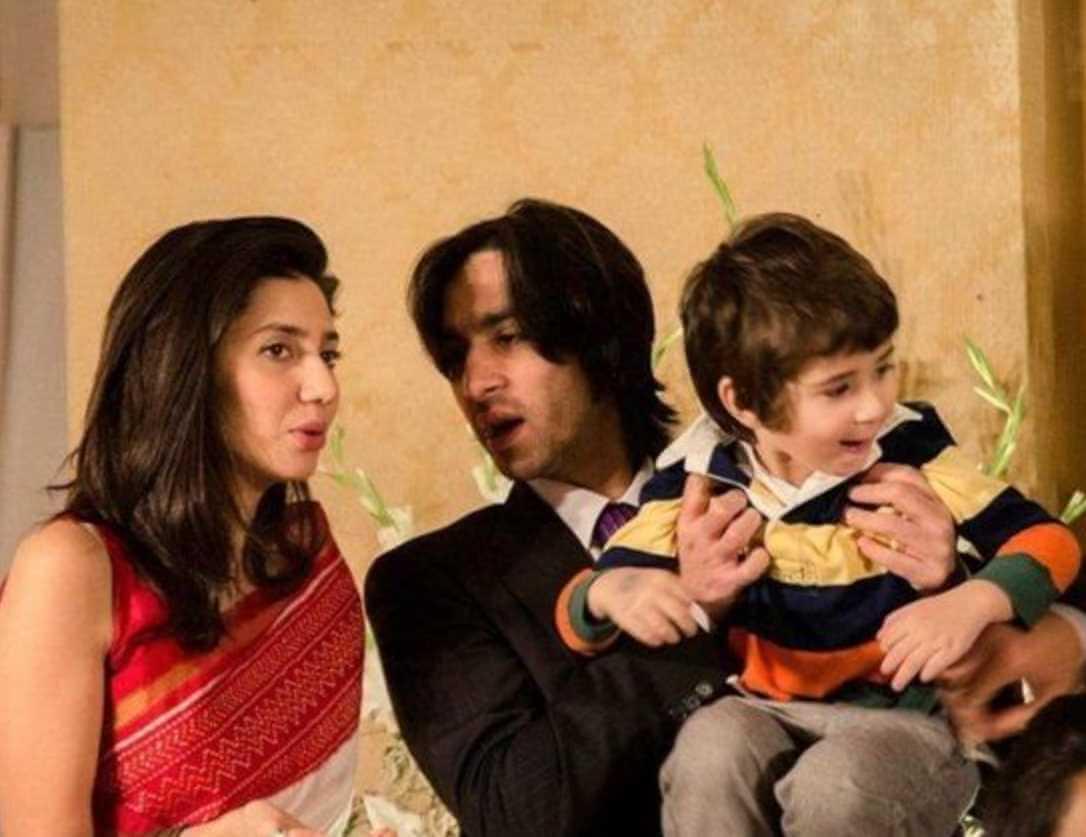 Mahira Khan with her Husband & Son Image