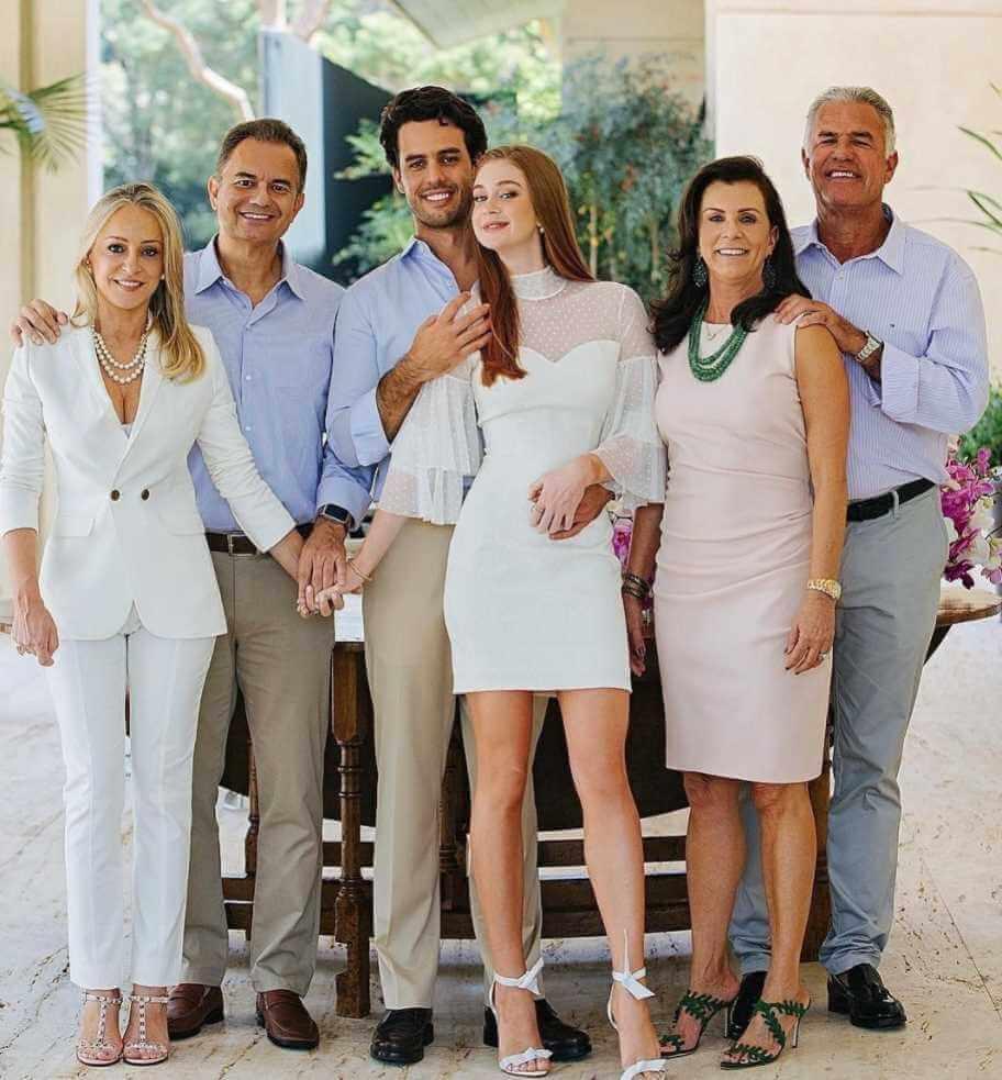 Marina Ruy Barbosa with her Family Photo