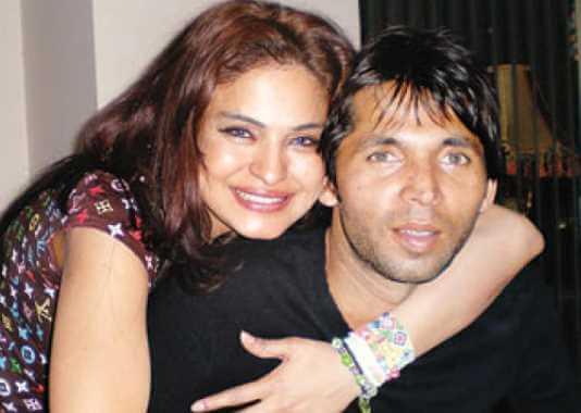 Mohammad Asif with Veena Malik Image
